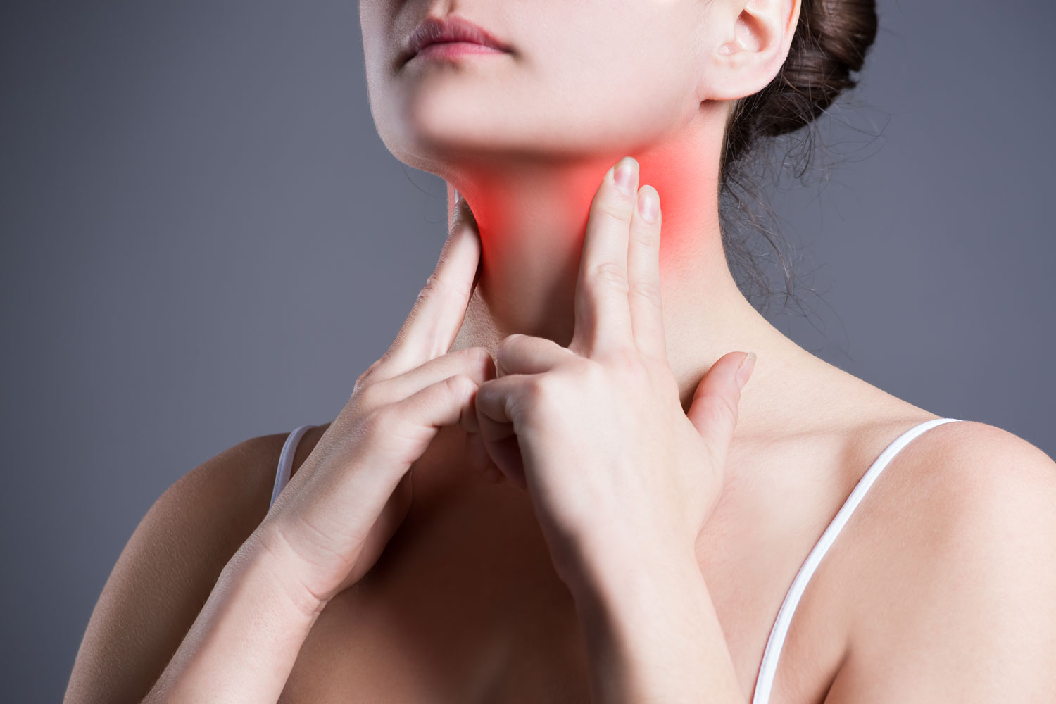 Sore-throat,-woman-with-pain-in-neck,-gray-background