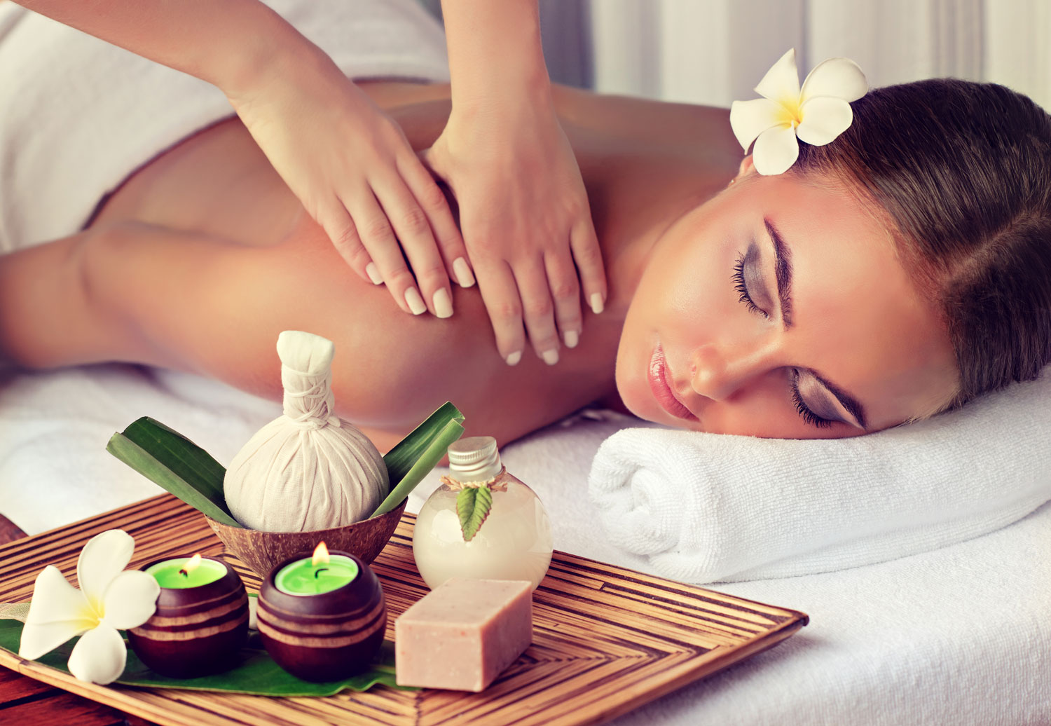 Woman-is-getting-massage-in-the-spa-salon